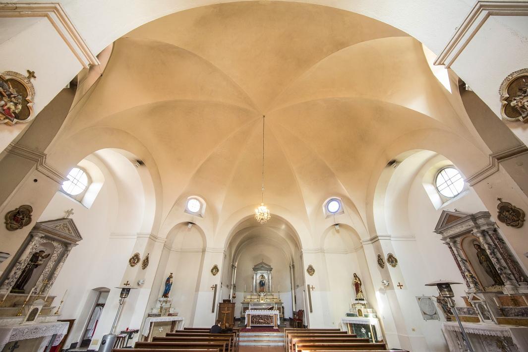 slide-flussio-chiesa-santa-maria-della-neve-interni